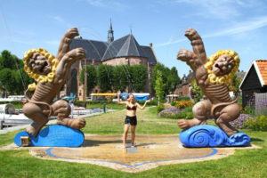 """Der Springbrunnen """"Woeste Leeuwen"""" (auf Deutsch: Wilde Löwen) Cornelia Parker- Workum - Elfstädtetour"""