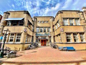 Polizeirevier im Stil der Amsterdamer Schule Leiden